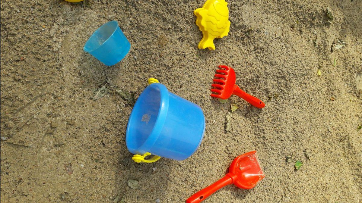 Eltern im Sandkasten